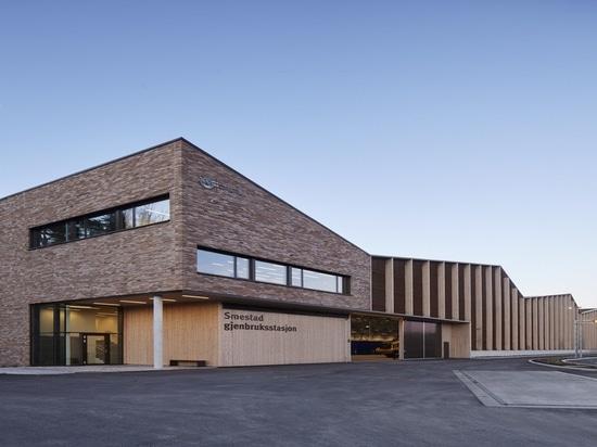 SMESTAD QUE RECICLA EL CENTRO de Longva Arkitekter
