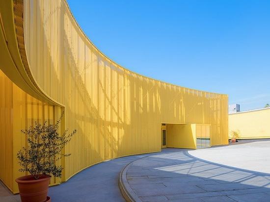 arroyos + escuela autónoma amarilla curvada diseño del scarpa en el sur Los Ángeles