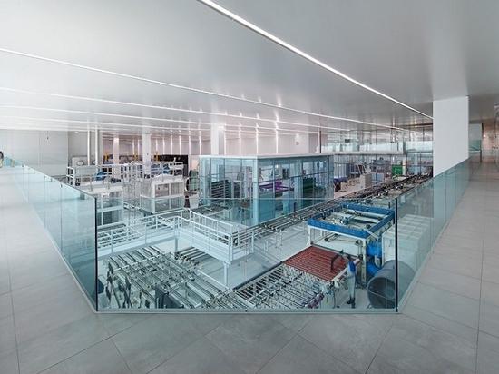 la arquitectura vacía termina la fábrica de los eGlass de AGP en Lima