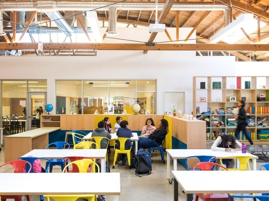 Diseño, puntos del centro de educación del LA de las revisiones de las perras 9 con accesorios de la madera contrachapada