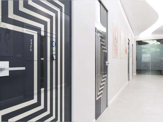 Las puertas de cristal modificadas para requisitos particulares exploran diversos techiniques de la decoración diseñados por el vidrio de Henry