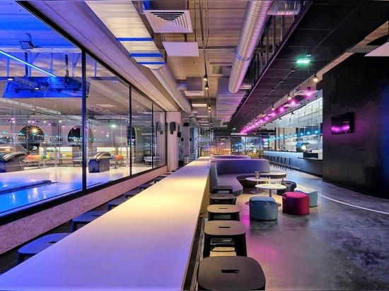Hazaña comercial del centro B'EST. Barstool de CADREA por TOOU.