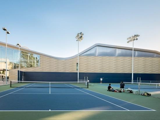 Kevin Daly Architects construye el complejo arrugado para los equipos del baloncesto del UCLA
