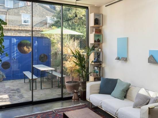 El estudio del diseño de la subida remodela el jardín de Londres plano para maximizar almacenamiento y la luz
