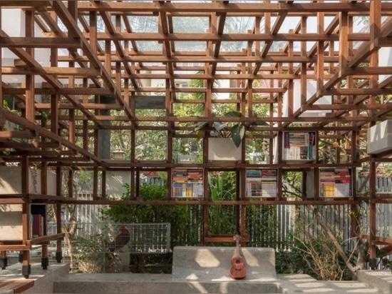 Nueva biblioteca en los objetivos de Hanoi para mostrar a niños jovenes las ventajas del aquaponics en un ambiente urbano