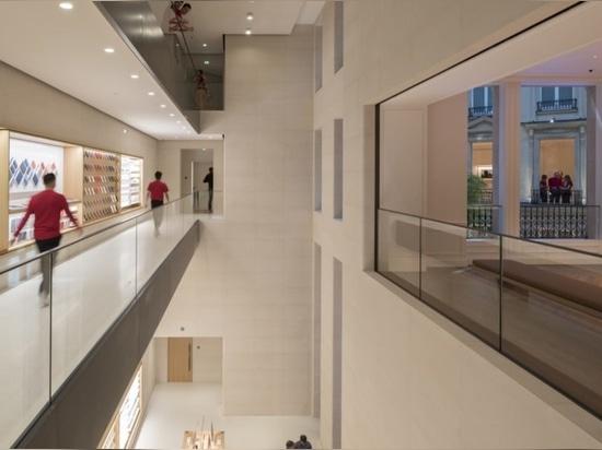 Nuevo Apple Store magnífico es accionado totalmente por la energía renovable en París