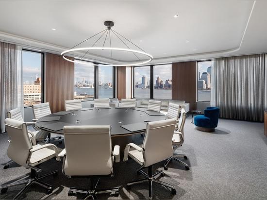 Diseño atemporal y confort superior: hasta hoy, el clásico sillón FS management es un espectáculo impresionante en las oficinas contemporáneas. Foto: Colin Miller