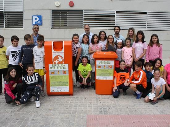 Los alumnos del colegio Jorge Juan incentivan el reciclaje de aceite usado