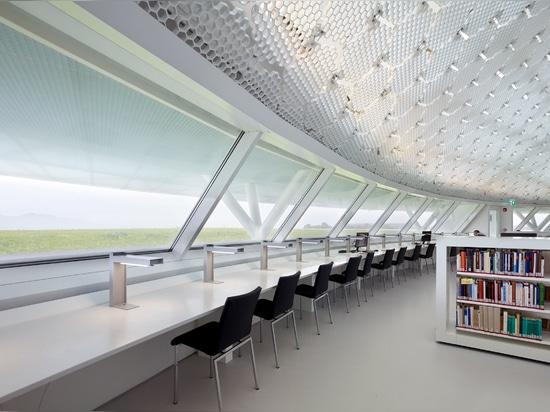 """Jean Nouvel completa la biblioteca de """"trabajos en tierra"""" de la Universidad de Chipre"""