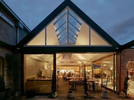 """Adam Wright-Smith diseña el restaurante de Melbourne en torno al """"sentido de la aventura"""""""