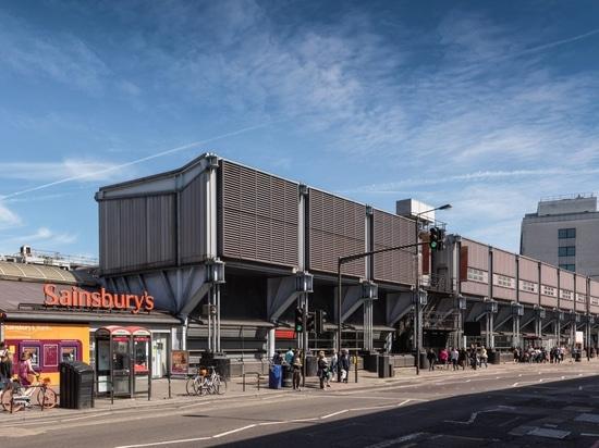 """El supermercado Sainsbury's """"sin disculpas futurista"""" de Grimshaw recibe el estatus de patrimonio"""