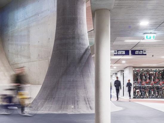 ector hoogstad architecten construye en utrecht el aparcamiento de bicicletas más grande del mundo