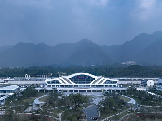Estación de ferrocarril de alta velocidad Tonglu / Diseño arquitectónico Greentown Ten-D