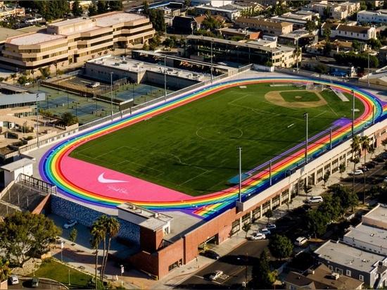 Nike pinta la pista de atletismo de Los Ángeles con los colores de la bandera del orgullo