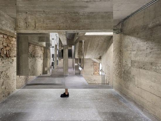 Aim Architecture crea una tienda de belleza de estilo boticario en Hong Kong