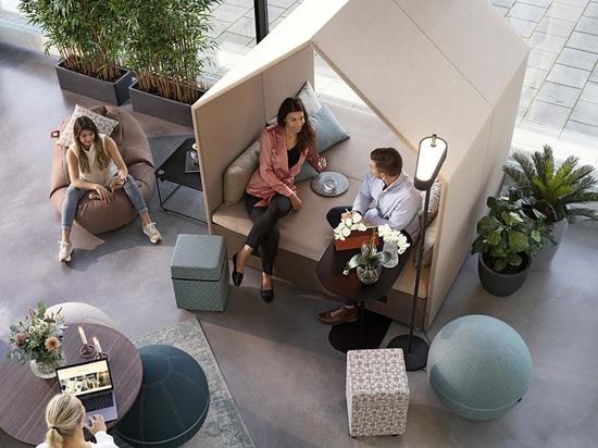 Estas cabañas crean un lugar para reunirse en las oficinas