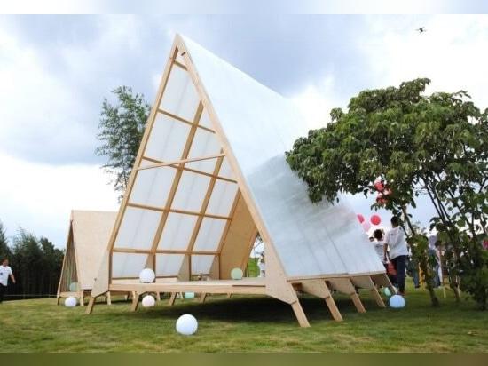 Familias en China crean una eco-comunidad de cabañas de madera con marco en A