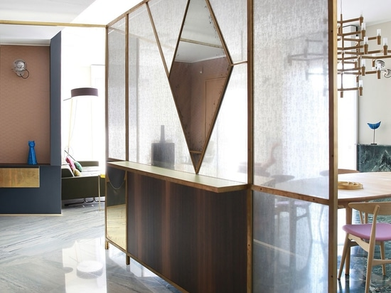 Arquitectura y decoración se entrelazan inseparablemente en un apartamento milanés de Marcante-Testa
