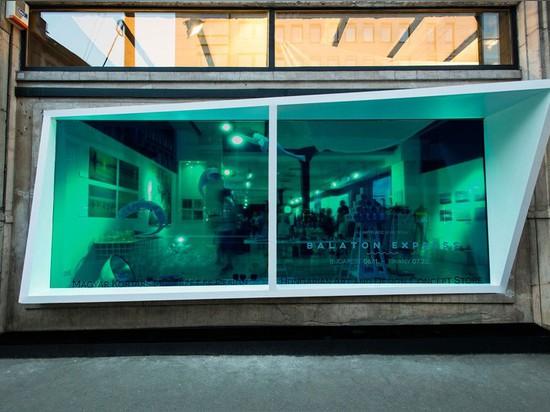 Diseño de KISSMIKLOS un escaparate a parecer un acuario