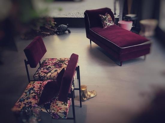 casquet bergere y silla aurea de D3CO