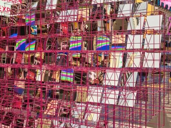 """El deslumbrante """"Corazón al cuadrado"""" del estudio Eric Forman llega a Times Square"""