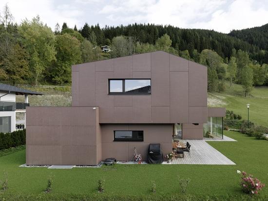 Casa unifamiliar en piel de hormigón