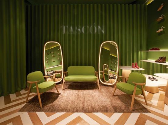 Dos almacenes de zapato coloridos en negrilla de Tascón de Lagranja Design