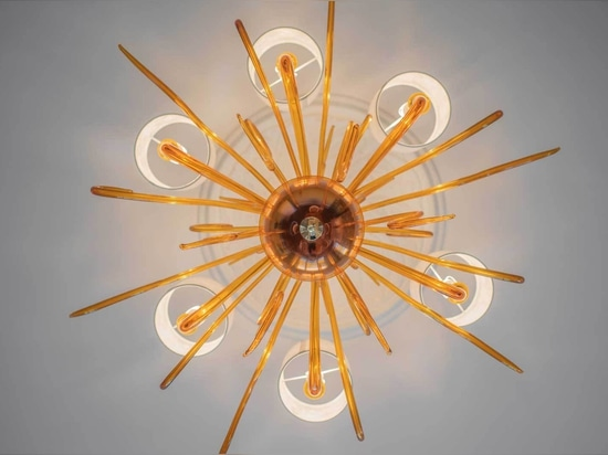 Arañas de diseño moderno y clásico para una villa de lujo en Londres.