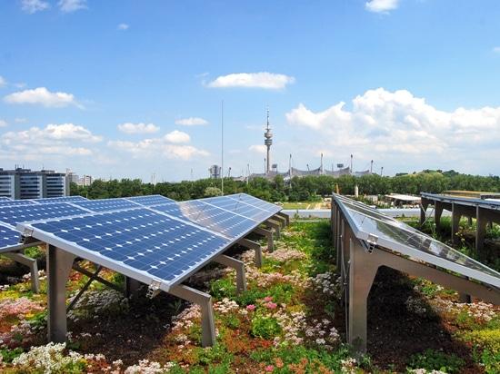 La vegetación del tejado proporciona una temperatura ambiente más fresca y, como resultado, un mayor rendimiento del sistema fotovoltaico.