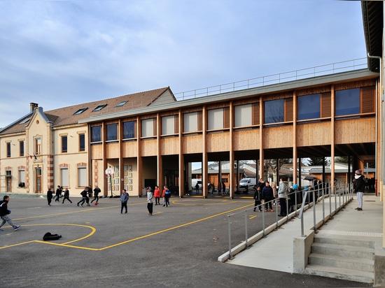 Escuela primaria en Le Grand Lemps Francia / Brenas Doucerain Architectes