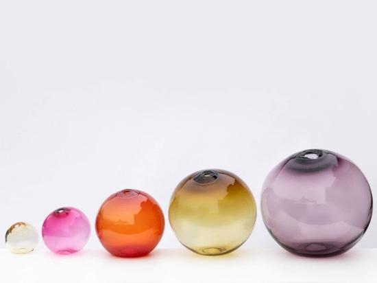 La ligereza y los colores en los productos de vidrio de Sklo