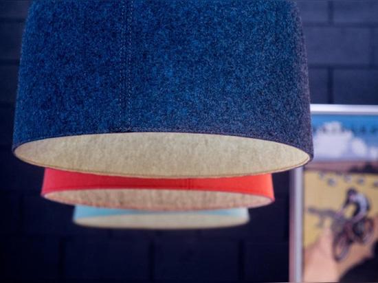 Luxxbox diseña una robusta iluminación acústica colgante en el casco