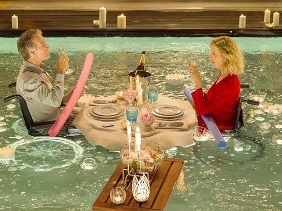 "Aqualift en la película francesa ""Tout le monde debout"""