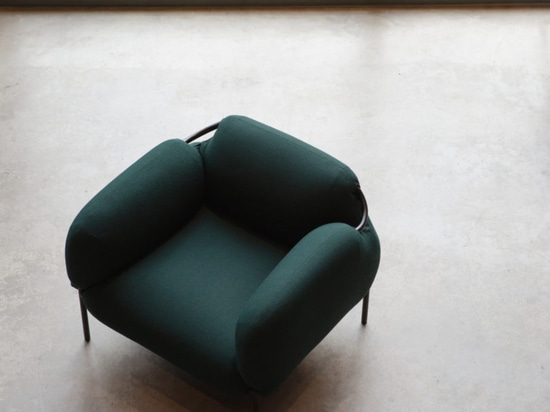 The Bouncy, Voluptuous Dapper Seating de Mitab