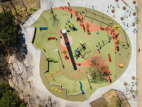 Parque infantil de Les Planes en Hospitalet