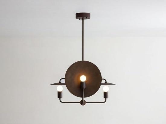 El candelabro de órbita minimalista de Workstead