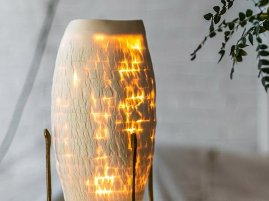 Las luces del desierto de Jes Paone se parecen a los lechos secos de los ríos en porcelana