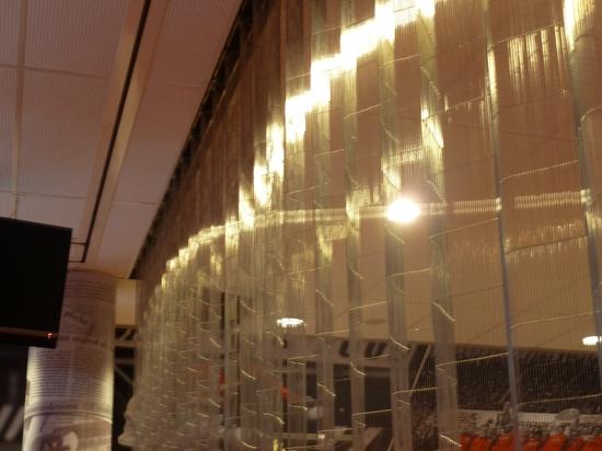 Monceau dividiendo las cortinas de metal