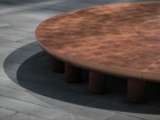 Los asientos socialmente distantes de Hozan Zangana están inspirados en espejismos