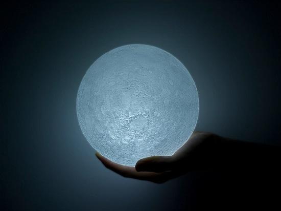 La Luna, una luz LED.
