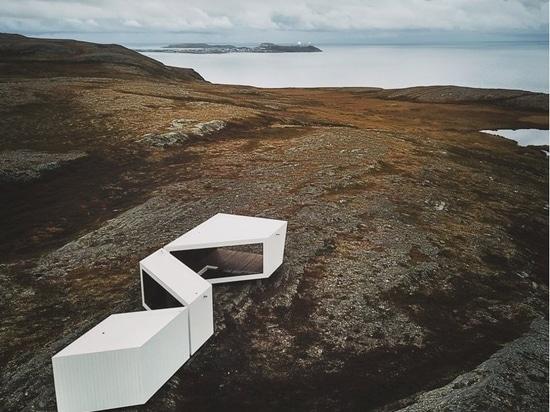 Un mirador revestido de madera diseñado por Biotope abre sus puertas en el paisaje ártico de Noruega