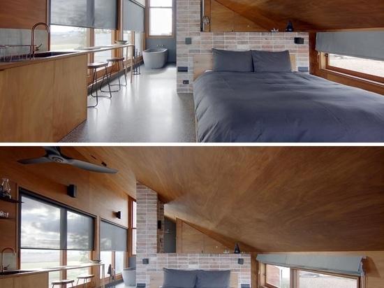 Esta pequeña casa en forma de cuña fue diseñada para ser una propiedad única de Airbnb