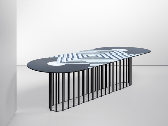 Mesa Phoebe diseñada por Eleonora Castagnetta para Testi Group.