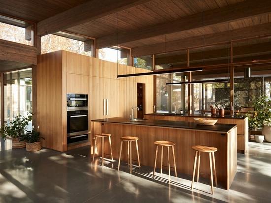 Una cocina con dos islas ofrece el doble de espacio para cocinar en serio