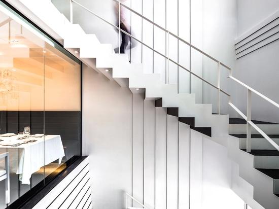 escalera al tercer piso