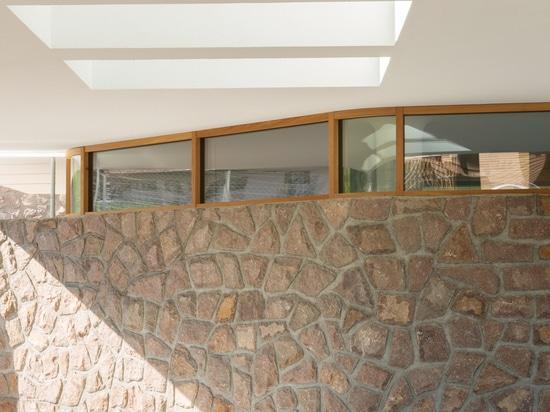 la pared de piedra es parte de los elementos característicos del área