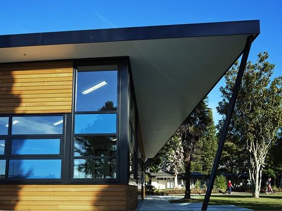 ¿los materiales naturales, quebradizos son una reflexión del edificio? contexto de s