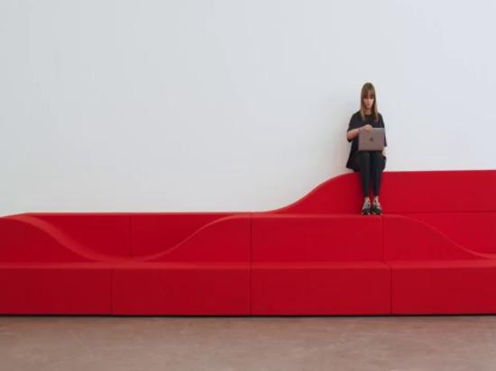 el sistema de asientos flexibles de snøhetta invita a la gente a interactuar